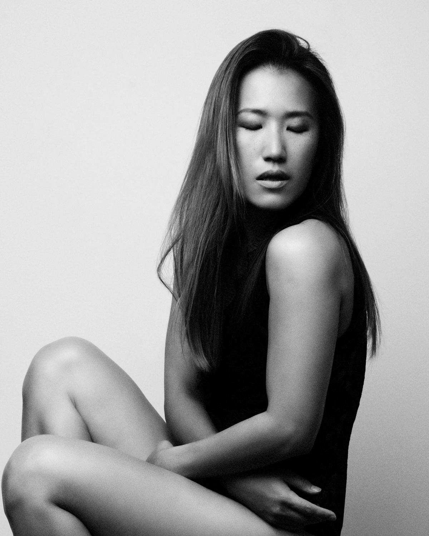 Photo Shoot What's up with Amanda  Amanda_Hsu_2848 Black and White with Simplicity