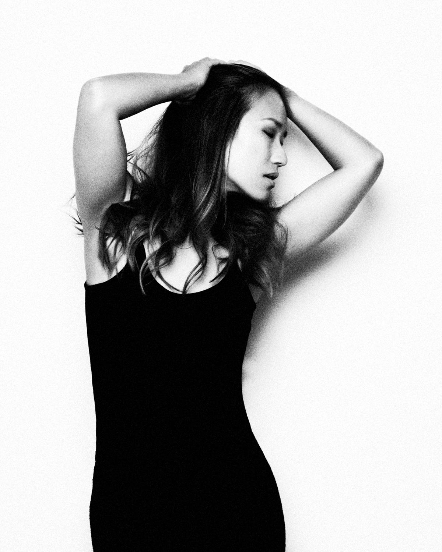 Photo Shoot What's up with Amanda  Amanda_Hsu_3092 Black and White with Simplicity