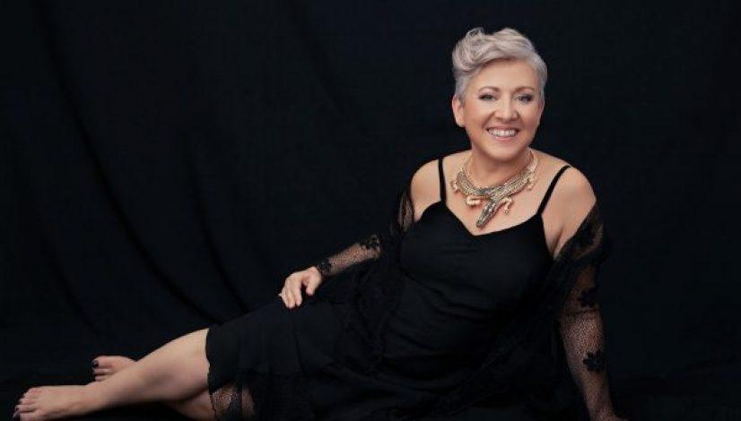 Photo shoot in portrait studio for women over 40